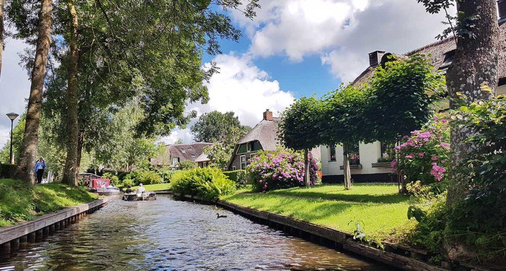 Bootstour durch Giethoorn - Holland - Niederlande - Bovenwijde - häuser an den Grachten