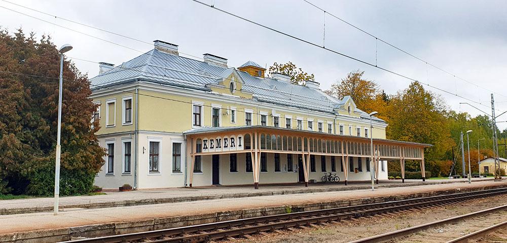 Bahnhof Kemeri in Lettland