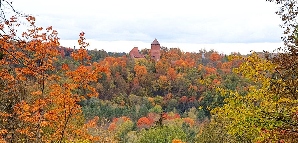 Paradiesberg mit Burg Treyden in Sigulda