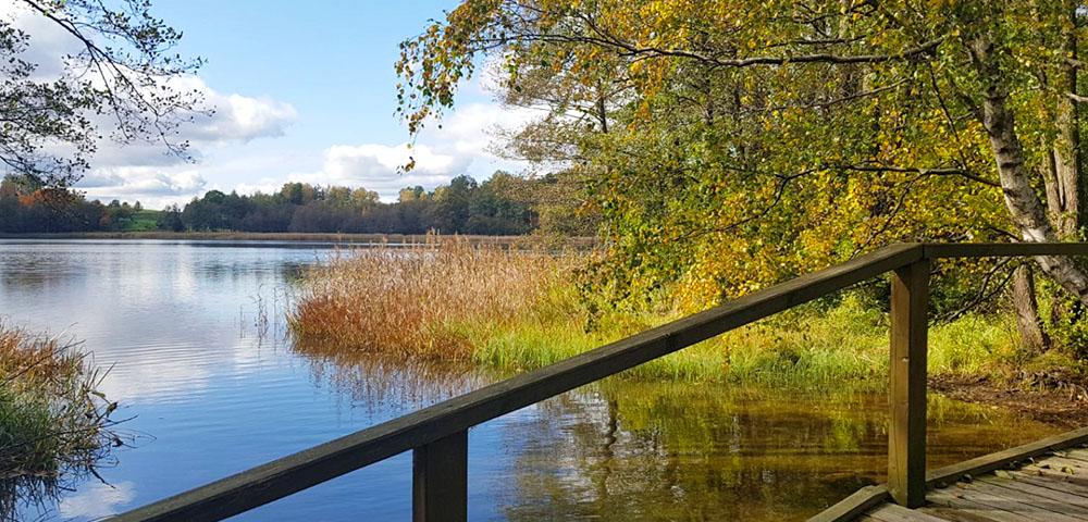 Brücke zwischen Asekas- und Linkmenas See im Nationalpark Aukštaitija.