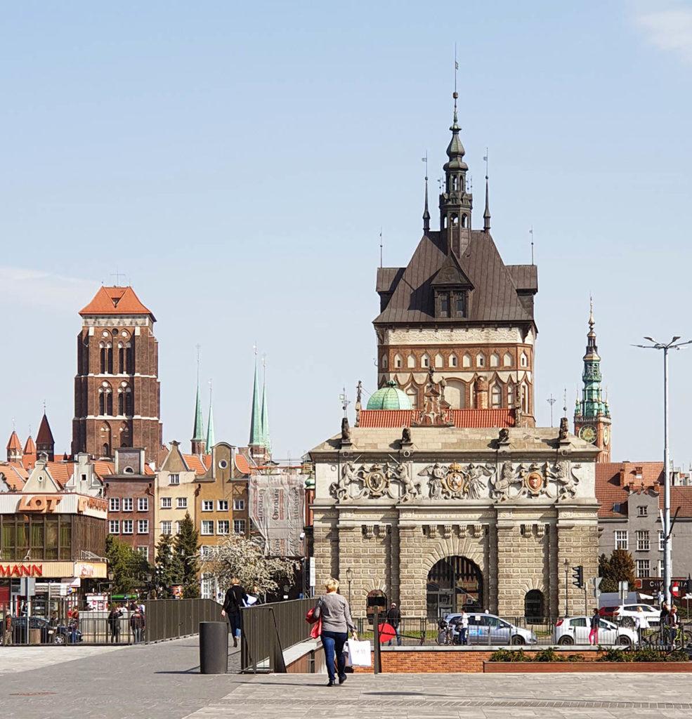 Hohes Tor, Frauenkirche und Rathaus in Danzig
