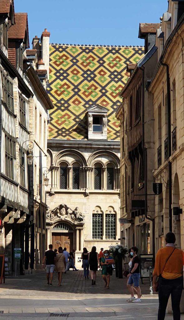 Typische Dachziegelmuster in Dijon