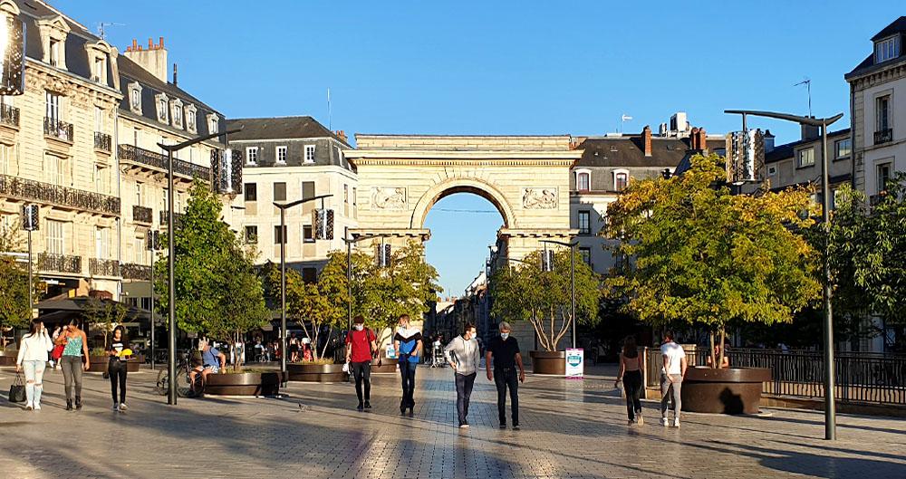 Der Place Darcy in Dijon mit dem Porte Guillaume