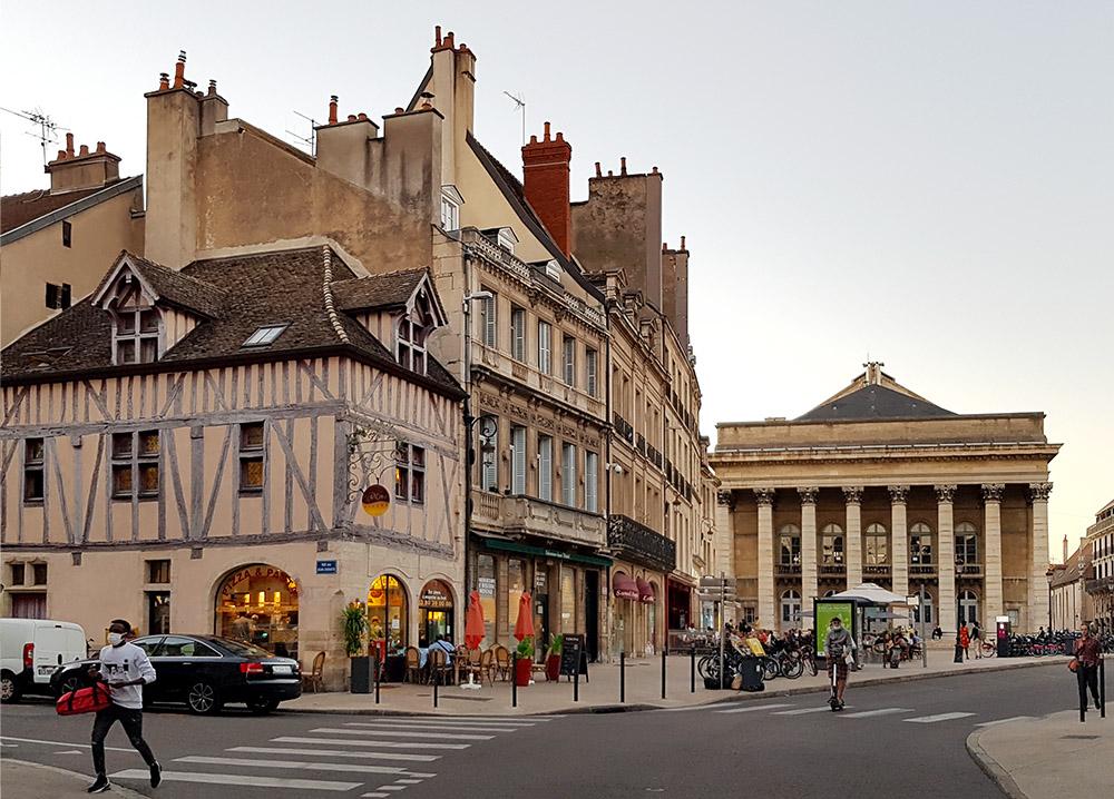 Place du Théâtre in Dijon