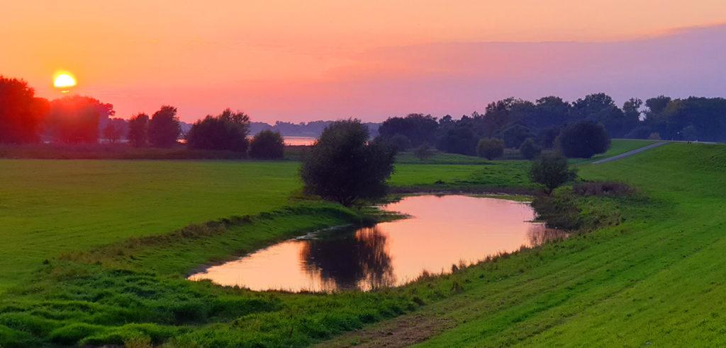 Sonnenuntergang am Deich bei Klein Werben