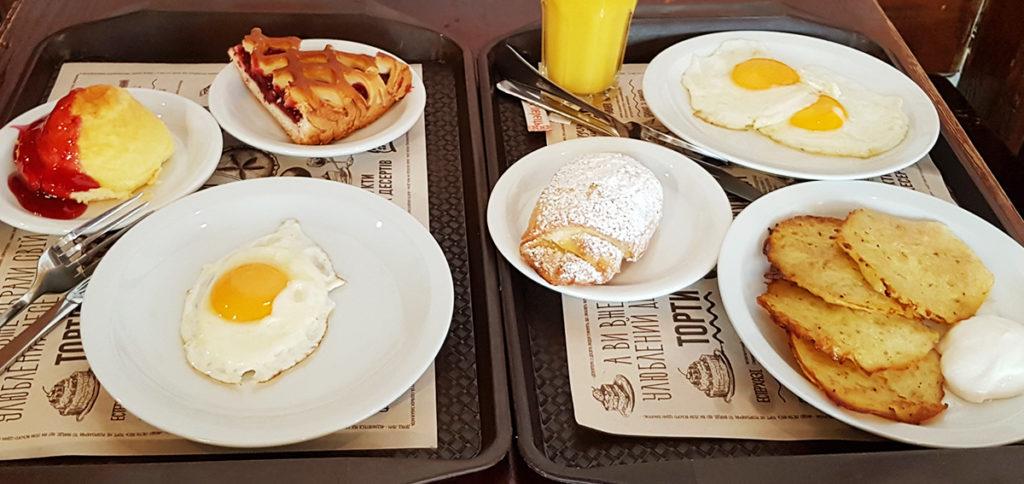 Frühstück im Puzata Hata in Kiew