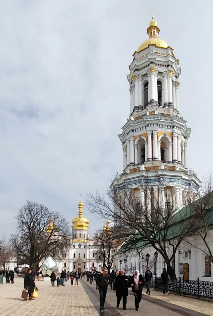 Glockenturm neben der Uspenski-Kathedrale in Kiew
