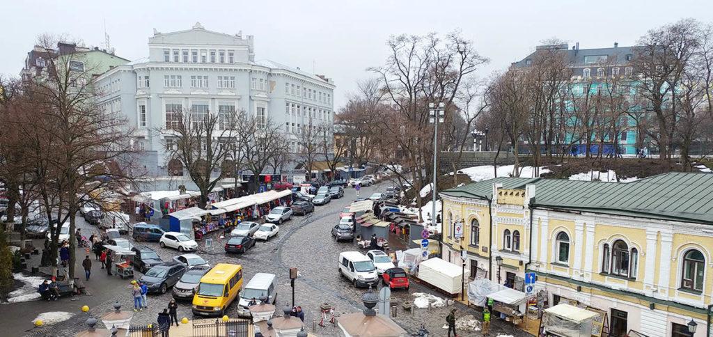 Markt vor der St. Andreaskirche in Kiew