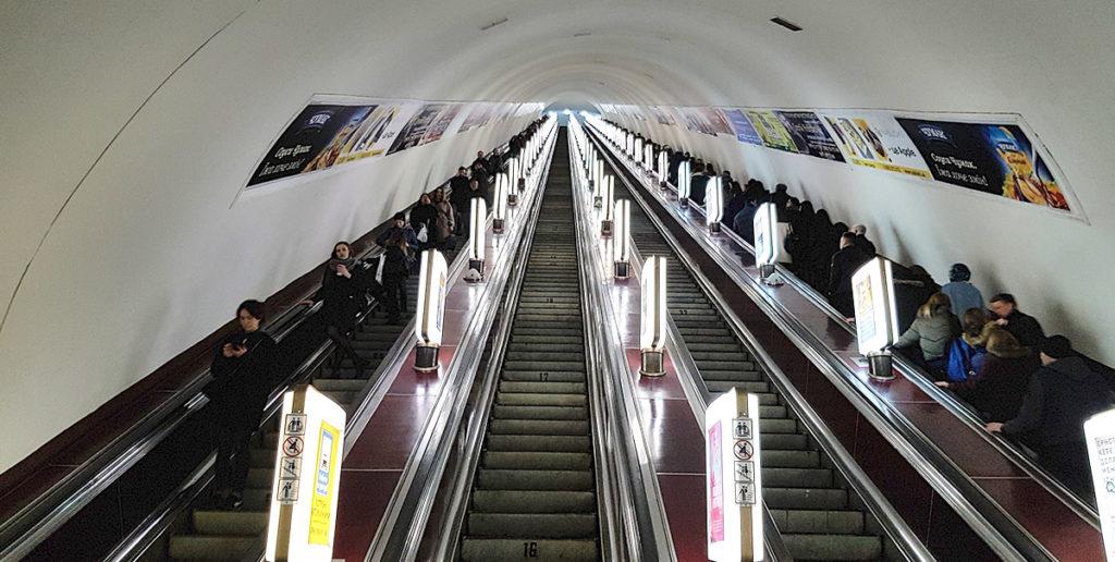 Rolltreppen in der U-Bahnstation Arsenalna
