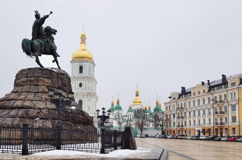 Sophienkathedrale und Bohdan-Chmelnyzkyj-Denkmal in Kiew
