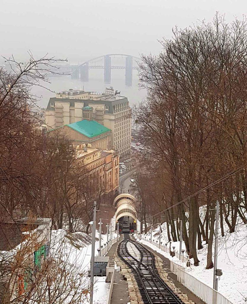 Aussicht aus der Standseilbahn über den Dnepr