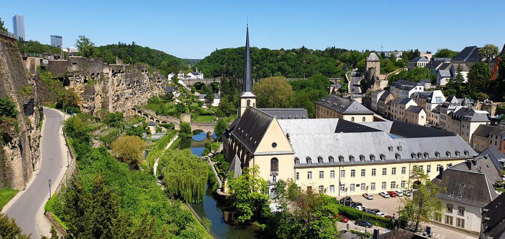 Städtetrip Luxemburg - Blick von der Cornice auf die Kasematten und die Unterstadt