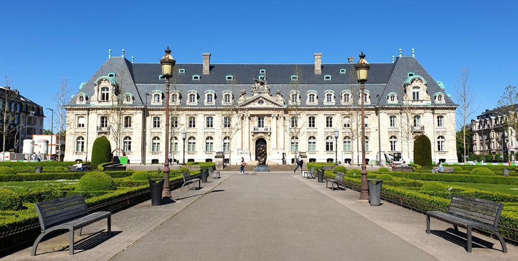 Städtetrip Luxemburg - Das Verwaltungsgebäude der Staatssparkasse am Place des Martyrs
