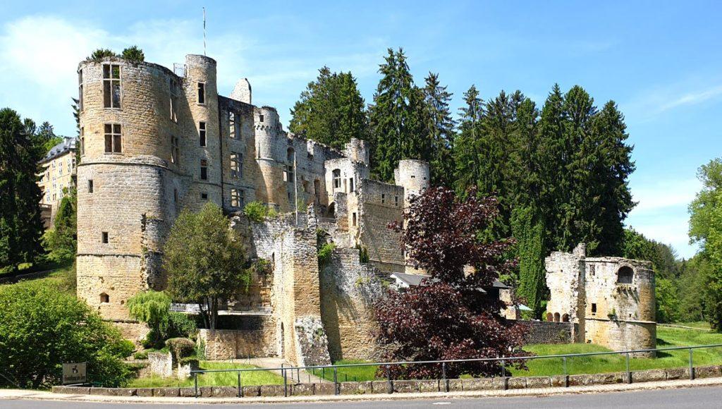 Luxemburg Schloss Beaufort Gesamtansicht