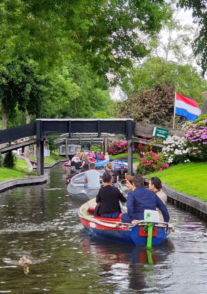 Bootstour durch Giethoorn - Holland - Niederlande - Bovenwijde - Bootskolonne