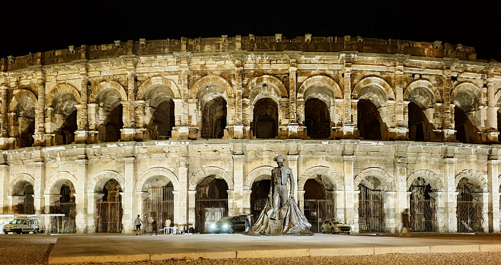 Kolosseum in Nimes bei Nacht