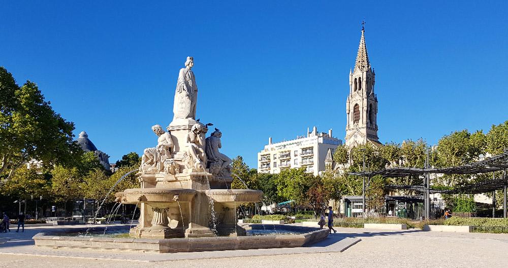 nimes fontaine pradier und eglise sainte perpetue