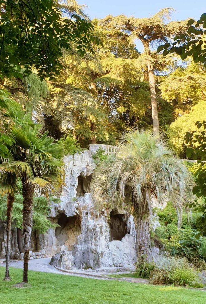 Grotte im Jardins de la Fontaine - Nimes