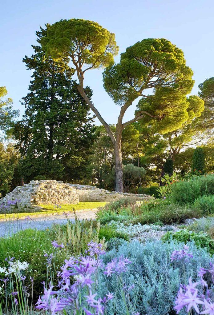 Parkansicht im Jardins de la Fontaine