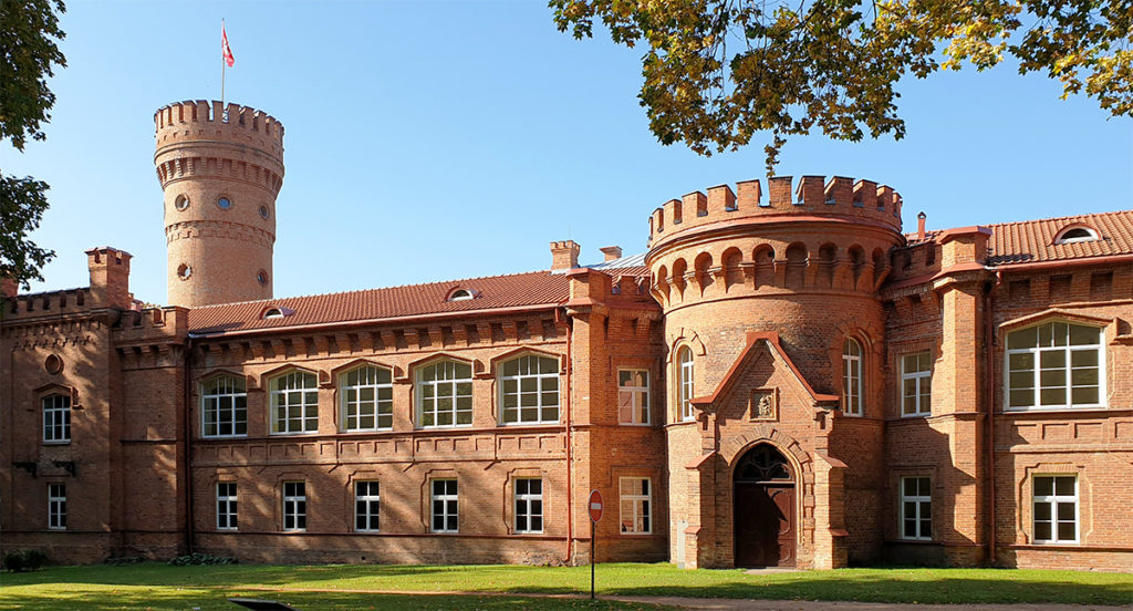 Mehr Burg als Schloss: Raudone - Burgenstrasse in Litauen