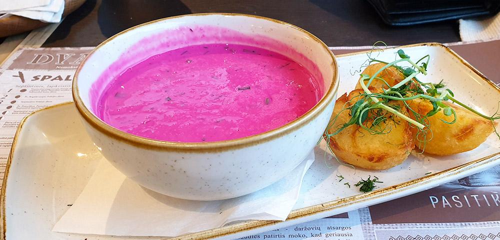 Spezialität Litauen - kalte rote Beete Suppe