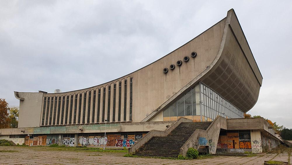 Der ehemalige Sportpalast - sovietische Architektur in Vilnius
