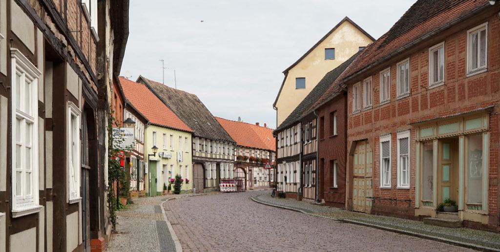 Straße mit Fachwerkhäusern in Werben